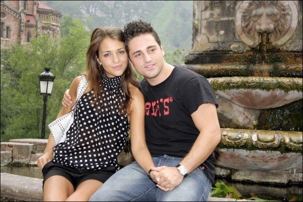 Paula Echevarría y Bustamante, al día siguiente de su boda, cuando Bustamante estaba lesionado de un pie