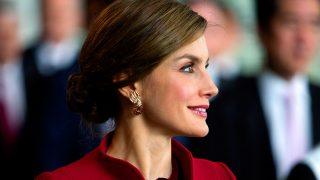 La reina Letizia rescató del joyero real unos pendientes de rubíes y diamantes / Gtres