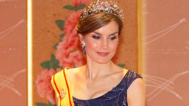 La reina Letizia triunfa con su look princesa en Japón