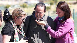 Julián Muñoz, junto a sus hijas Elia y Eloisa durante un permiso penitenciario. / GTRES