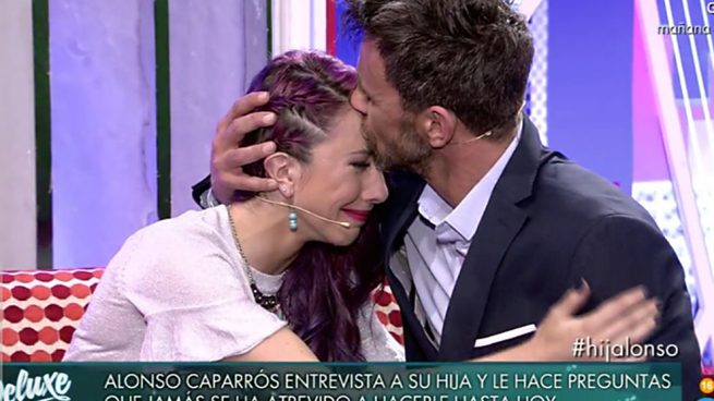 Alonso y su hija Claudia durante la entrevista en el 'Deluxe' /Telecinco