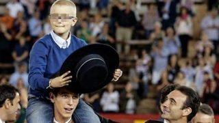 El pequeño Adrián con Enrique Ponce /Instagram