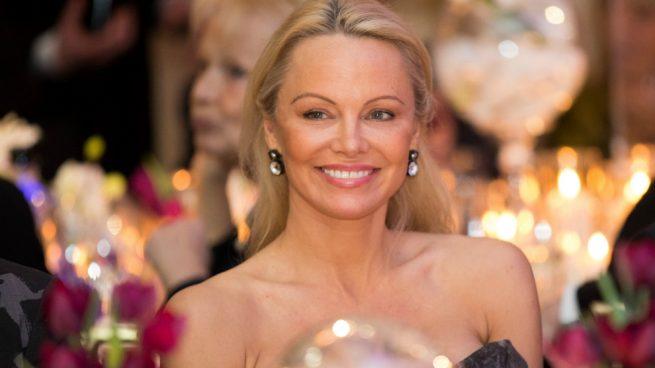 Pamela Anderson Lencería Erótica