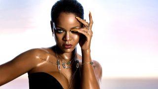 Rihanna con algunas de las joyas de su nueva colección / Chopard