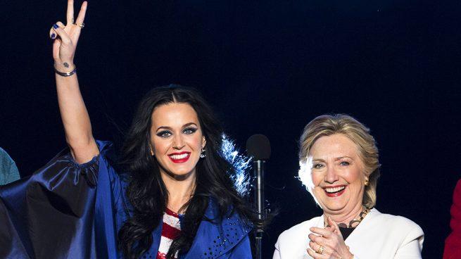 Hillary Clinton se pone los zapatos que Katy Perry diseñó pensando en ella