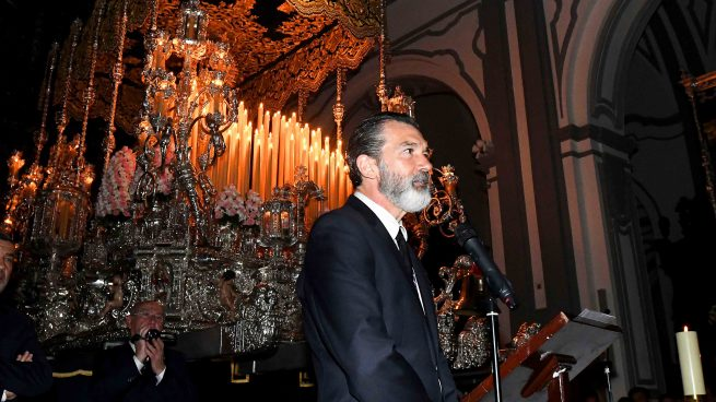 Antonio Banderas durante el encendido de velas del Trono de la Virgen de las Lágrimas y Favores con motivo de la Semana Santa de Málaga 2017/Gtres