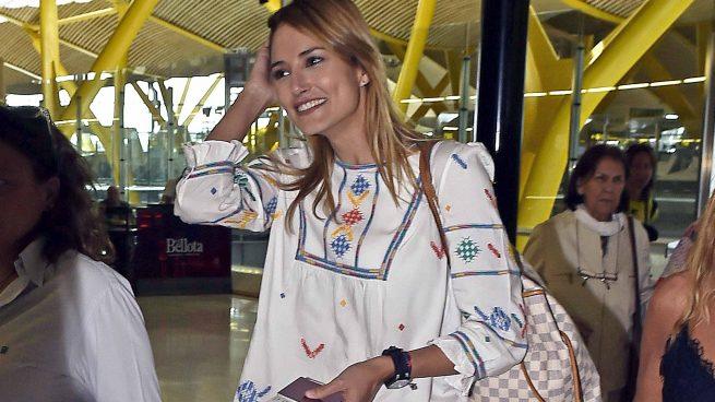 La modelo Alba Carrillo en el aeropuerto de Madrid /Gtres