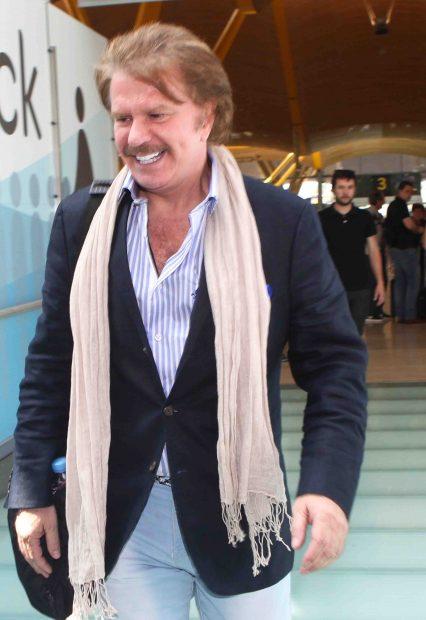 Bigote Arrocet a su llegada al aeropuerto de Madrid-Barajas. /Gtres