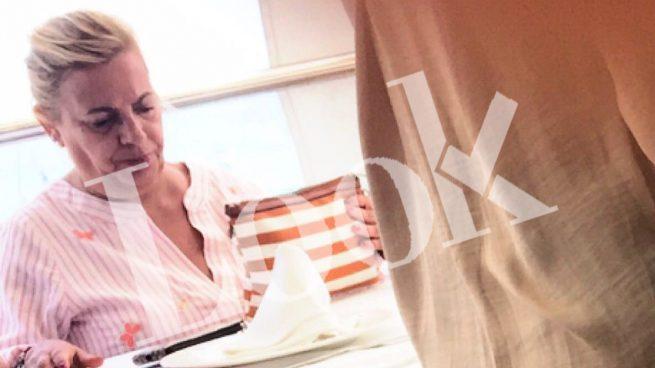 Carmen Borrego 'huye' en su semana más complicada