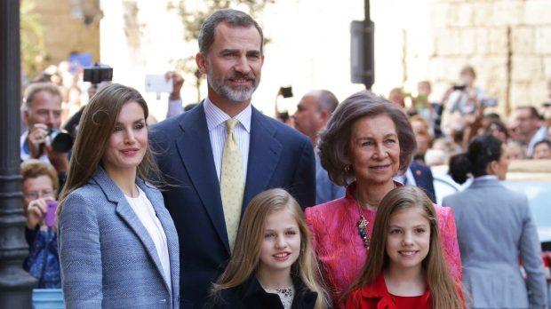 La Familia Real y la Reina Sofía posan delante de los fotógrafos /Gtres