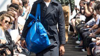 El nuevo 'it bag' de Balenciaga sobre la pasarela parisina / Balenciaga