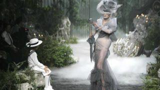 La exposición rinde homenaje al modisto en el 70 aniversario de la maison de lujo. / Dior