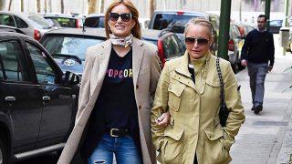 Alba Carrillo y su madre, Lucía Pariente, paseando por las calles de Madrid /Gtres