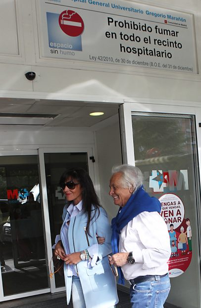 El torero Sebastián Palomo Linares y Concha Azuara a su llegada al hospital /Gtres