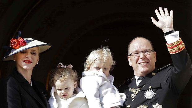 Alberto de Mónaco y su familia en una imagen de archivo/Grres