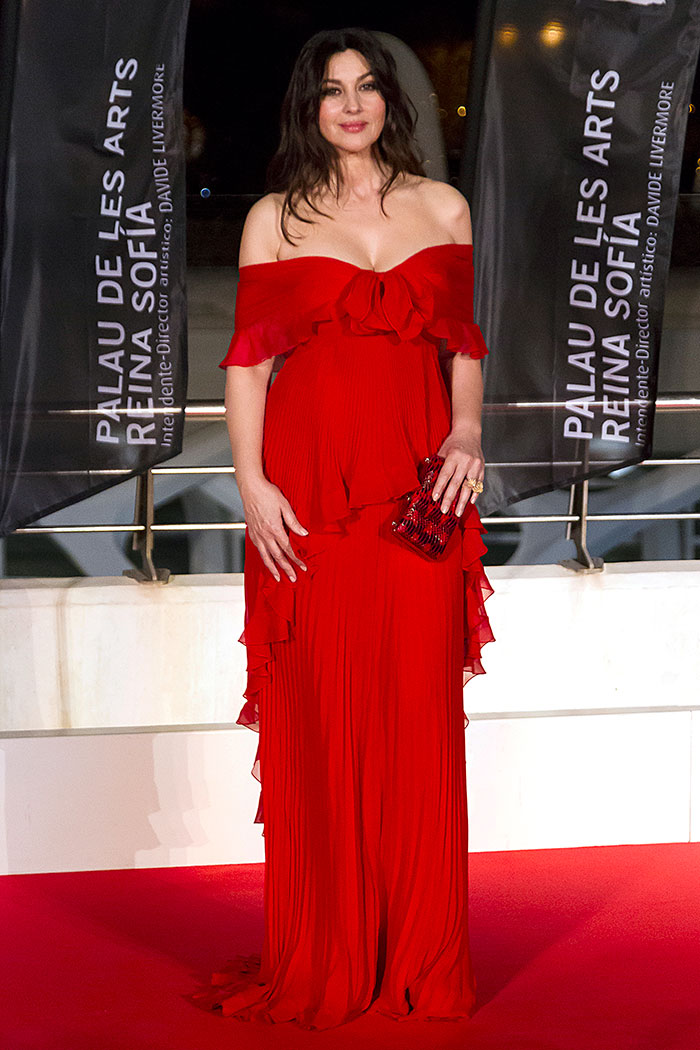 [Vídeo] Monica Bellucci, espectacular de rojo Valentino