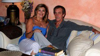 Pincha en la imagen para ver la galería | Syliane de Vilallonga junto a su marido Jorge Bascones en su casa de Andratx en una imagen de archivo / GTRES