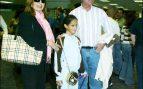 Gloria Camila con sus padres en Miami