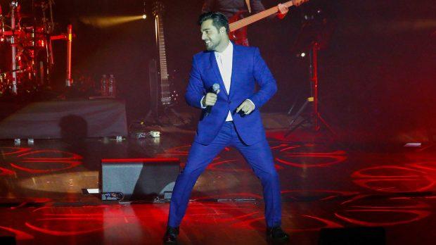Bustamante canta visiblemente emocionado en su concierto en León /Gtres