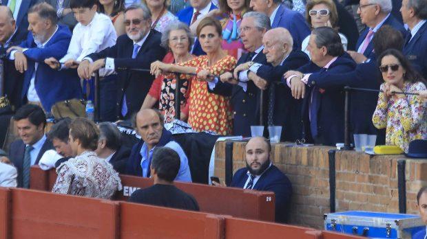 Agatha Ruiz de la Prada viendo los toros /Gtres