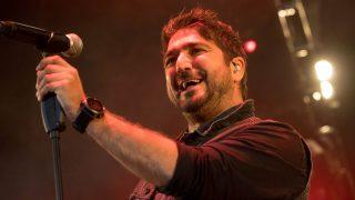 El cantante Antonio Orozco durante un concierto en Zaragoza con motivo de las Fiestas del Pilar 2016 / Gtres