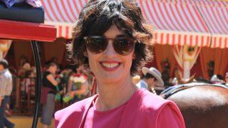 Paz Vega visita la Feria de Abril con un outfit que nada tiene que ver con el uniforme popular de la fiesta. / Gtres