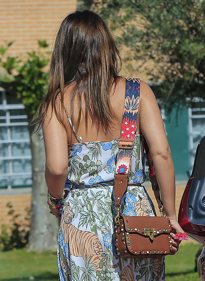 ¿Por qué no podemos dejar de mirar este bolso de Paula Echevarría?