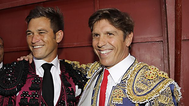 Manuel Díaz 'El Cordobés' y Julio Benítez en una corrida en la que ambos toreaban /Gtres