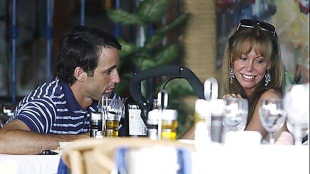 Lara Dibildos y Álvaro Muñoz Escassi en un restaurante malagueño en el 2007 /Gtres