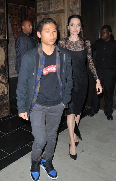 Angelina Jolie con su hijo Pax