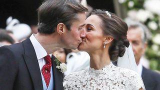 Pippa Middleton y James Matthews besándose / Gtres (Pinchar en imagen para ver galería)