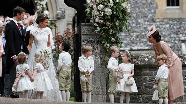 Los novios con los pajes y Kate Middleton /Gtres