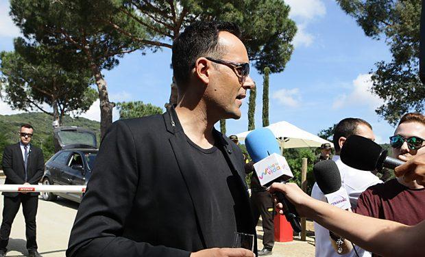 Risto Mejide atiende a los medios que cubren su boda con Laura Escanes /Gtres