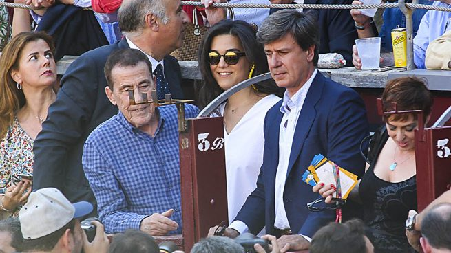 Cayetano Martínez de Irujo y Barbara Mirján con Fernando Sánchez Dragó /Gtres