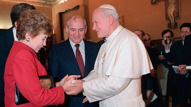 Raisa Gorbachov con Juan Pablo II