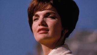 La asistente personal que convivió con la viuda de JFK desvela el secreto mejor guardado de los zapatos de Jackie. / Gtres