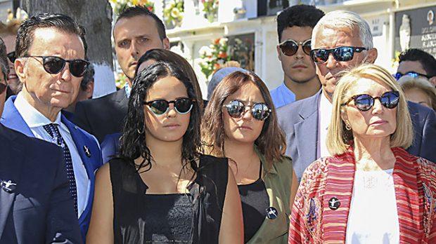 Rocío Flores, Gloria Mohedano y su marido José Antonio , Gloria Camila Ortega y José Ortega Cano durante el 10 aniversario por el fallecimiento de Rocío Jurado en el 2016 /Gtres