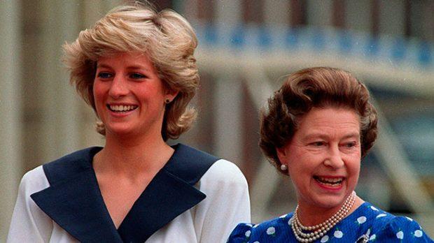 La reina Isabel y la Diana de Gales