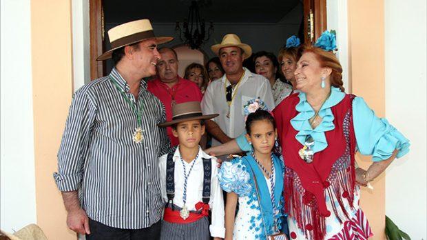 Rocío Jurado junto a José Ortega Cano y a sus dos hijos durante 'El Rocío' en el 2004 /Gtres