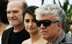Lluis Homar, Penélope Cruz y Pedro Almodóvar presentando 'Los abrazos rotos' en Cannes 2009