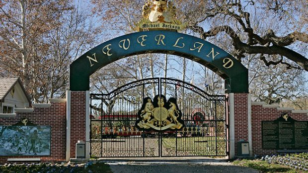 Puerta principal de Neverland