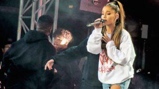 Ariana Grande durante el concierto benéfico en Mánchester / Gtres