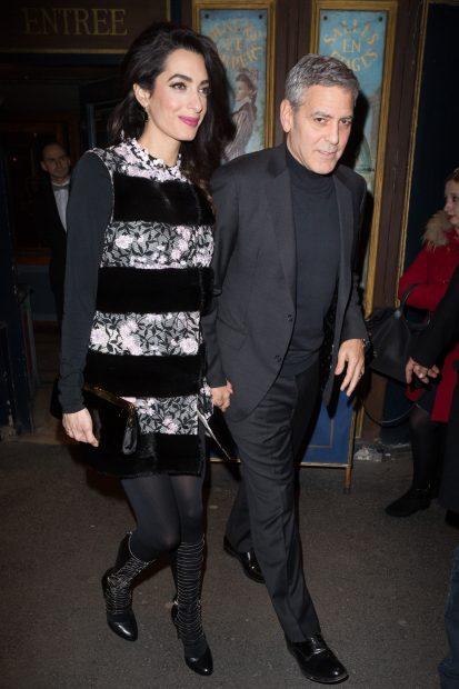 La pareja de actores paseando por París