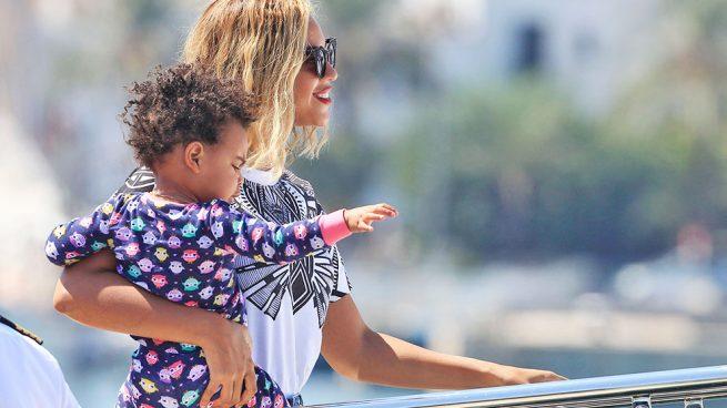 Beyoncé con su hija Blue