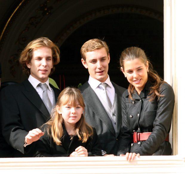 Andrea, Pierre y Carlota Casiraghi con Alexandra de Hannover