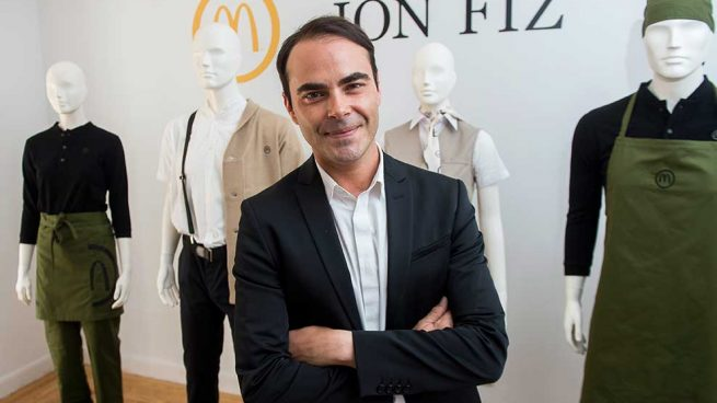 Ion Fiz firma los nuevos uniformes de McDonald's