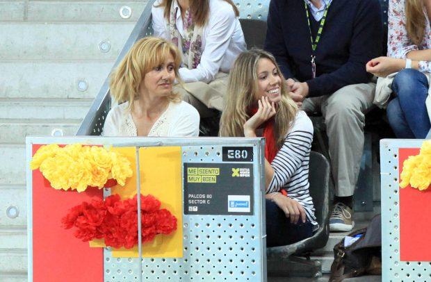 Su hermana y su madre durante un torneo /Gtres