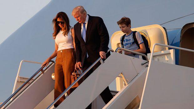 Donald Trump con su esposa Melania y su hijo Barron