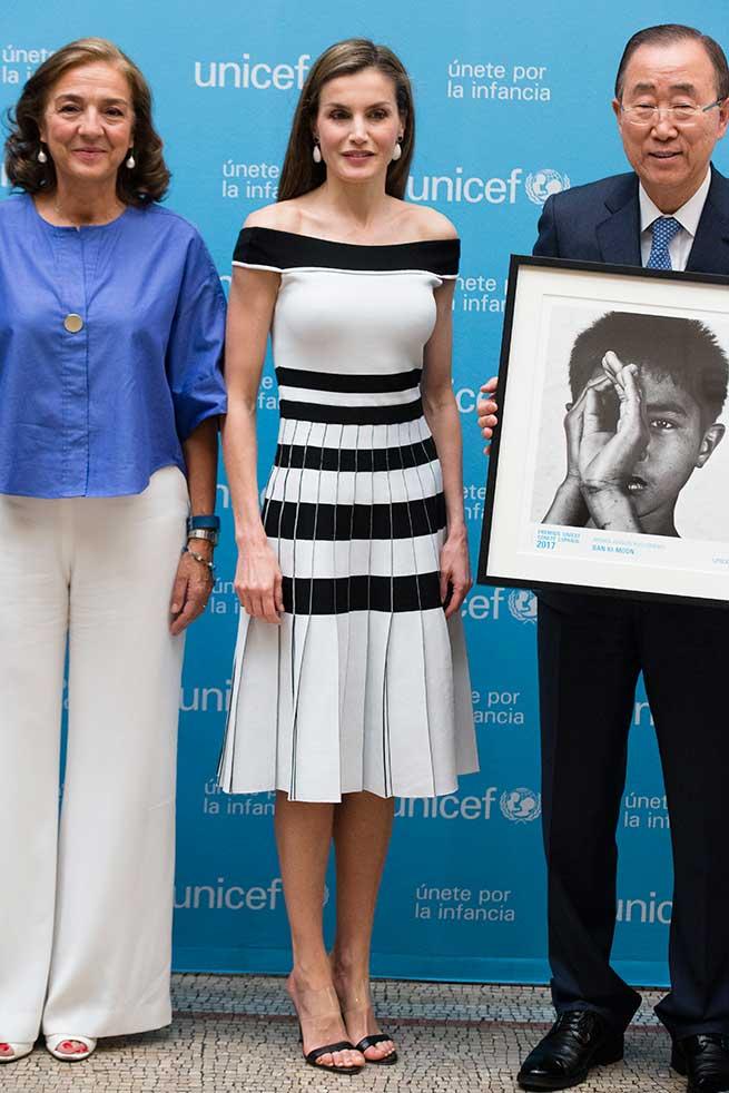 Reina Letizia Look Carolina Herrera