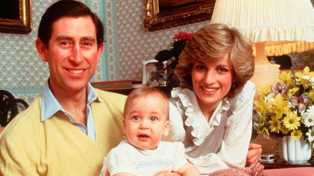 Los príncipes de Gales con su hijo Guillermo / Gtres